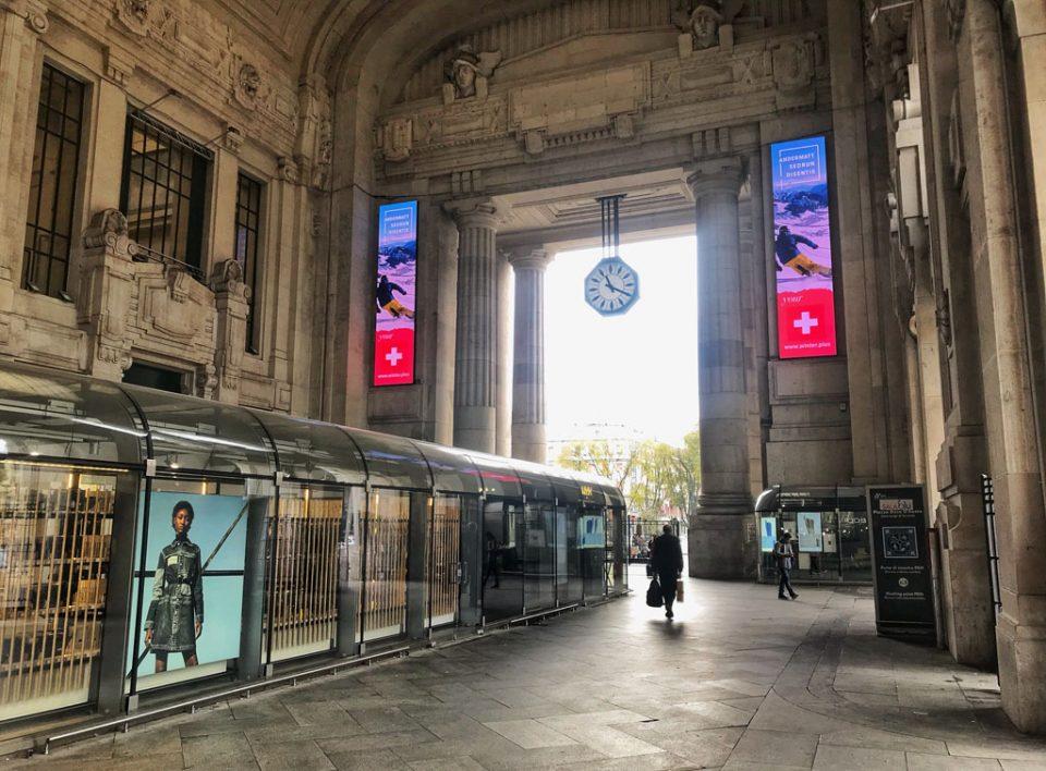 europe media impianti pubblicitari led verticali grandi stazioni