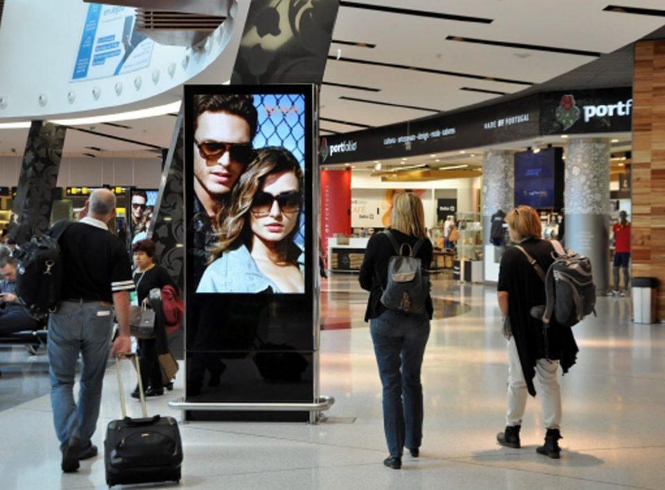 Europe Media Impianti Pubblicitari e Pubblicità Aeroporto Lisbona Portogallo