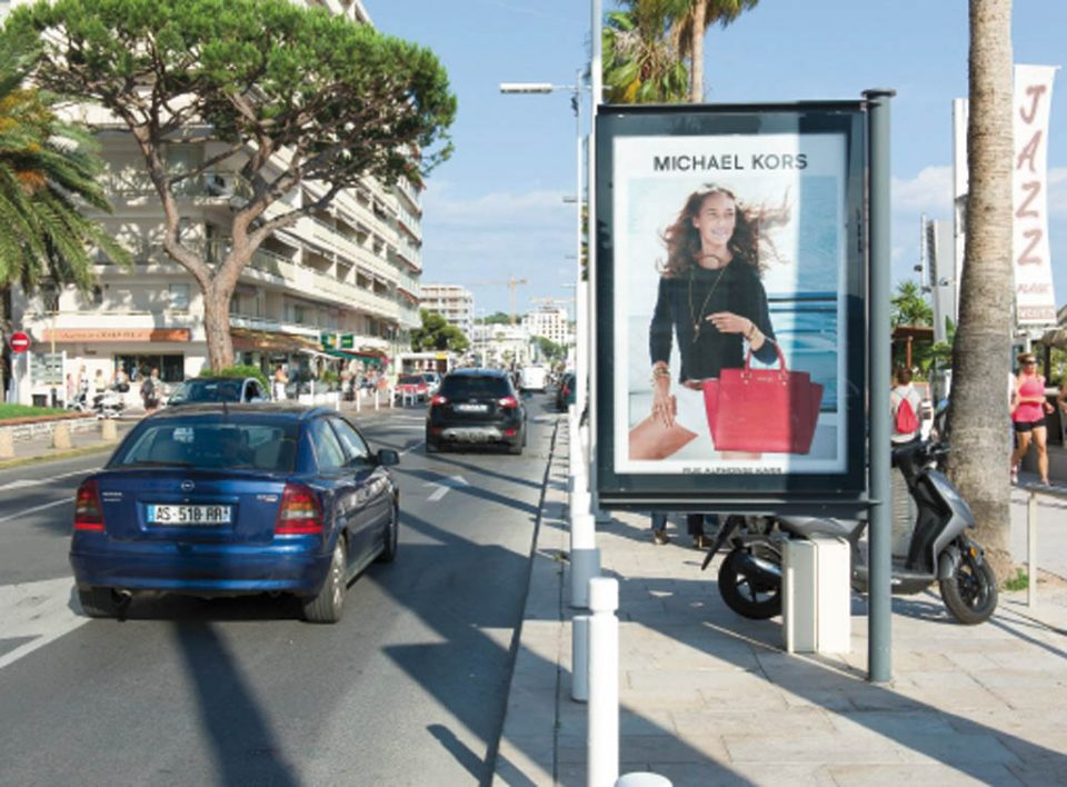 Europe Media pubblicità pensiline bus a Cannes in Francia