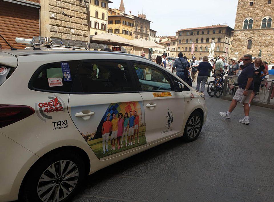 Europe Media pubblicità dinamica sui taxi per Incom