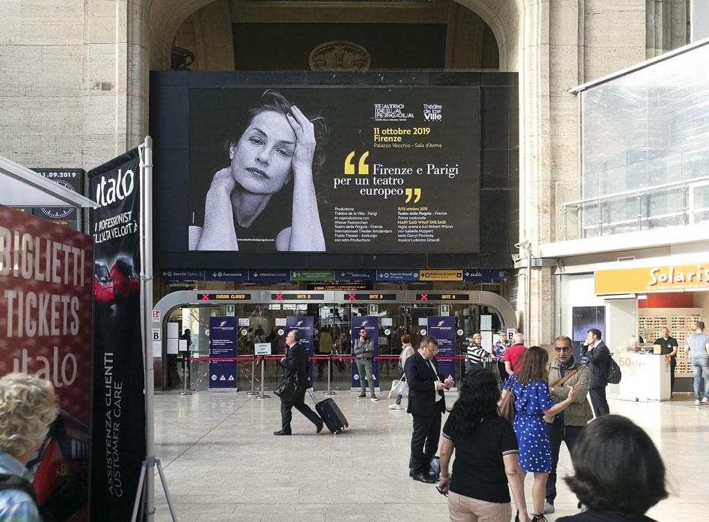 Europe Media pubblicità e impianti pubblicitari nelle grandi stazioni ferroviarie Milano Centrale per Teatro La Pergola di Firenze
