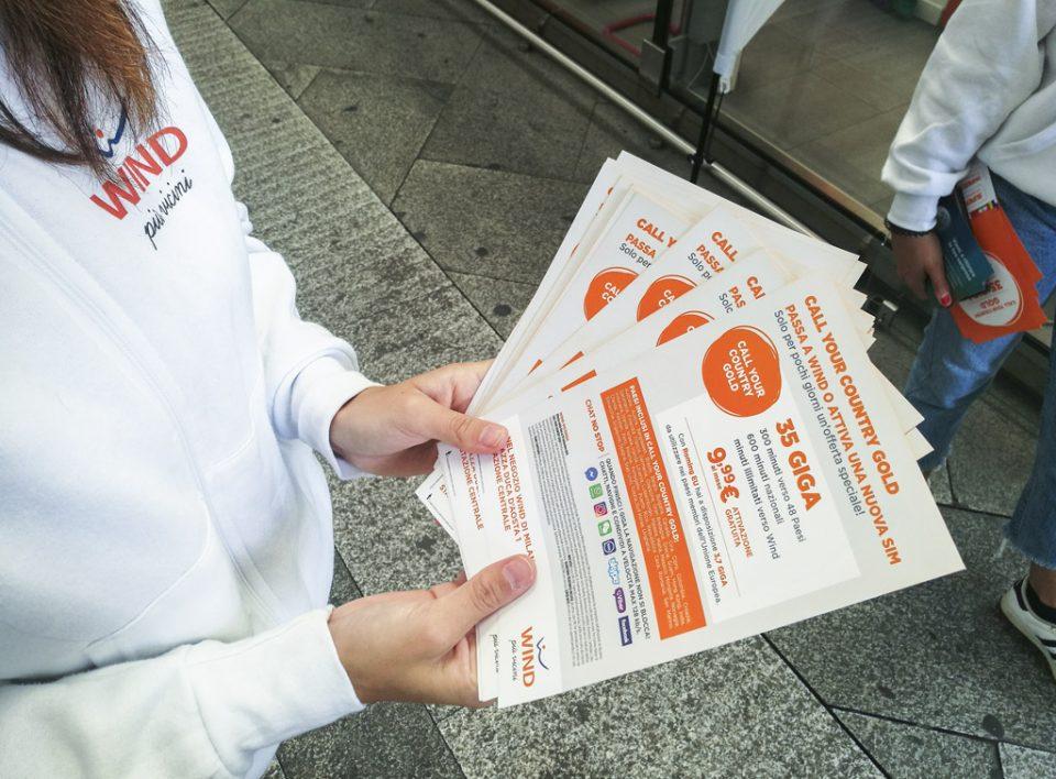 Europe Media distribuzione e sampling all'interno delle Grandi Stazioni per Wind Italia, Milano Centrale