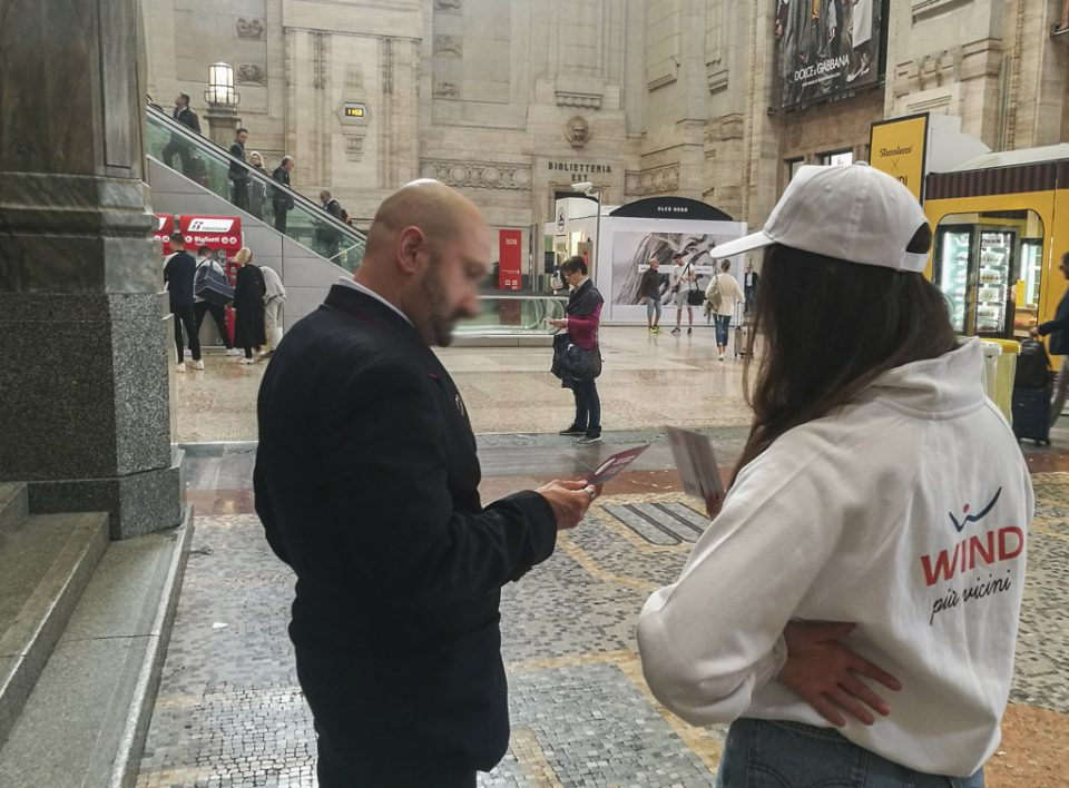 Europe Media distribuzione e sampling all'interno delle Grandi Stazioni per Wind Italia, Milano Centrale