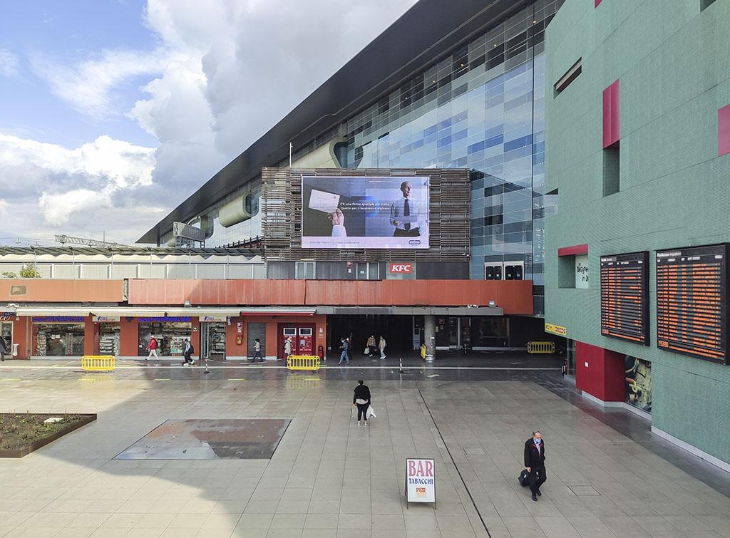Europe Media Impianti pubblicitari maxi led stazione ferroviaria Roma Tiburitna